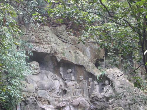 「五十三参」海岛立体群塑,共有佛像150尊,正中为北海观音立像,手执